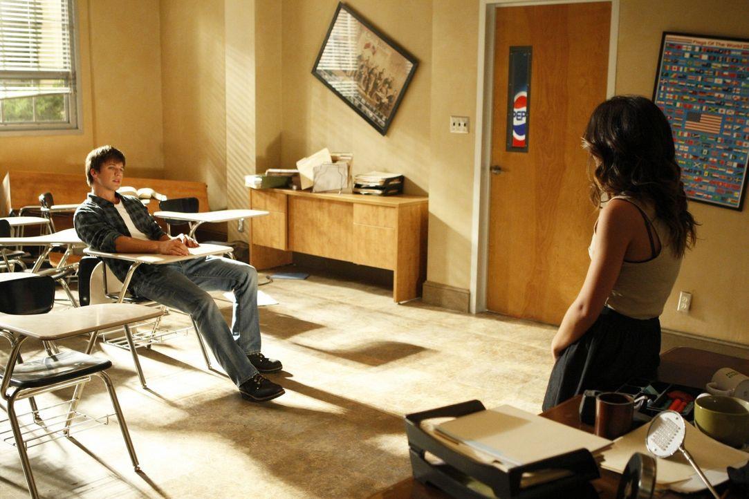 Liam (Matt Lanter, l.) und Annie (Shenae Grimes, r.) beschließen, ihre Freundschaft zu beenden ... - Bildquelle: TM &   CBS Studios Inc. All Rights Reserved