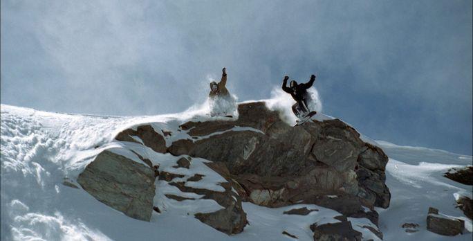 Snowboarder - Ein talentierter, junger Snowboarder (Nicolas Duvauchelle, l.)...
