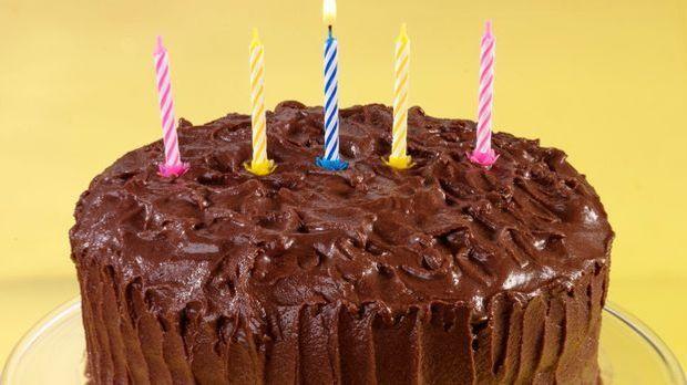 Schokoladenkuchen mit Kerzen