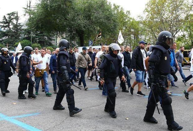 13 Fans von Legia Warschau sind festgenommen worden