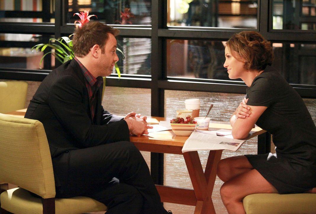 Erica und Mason geraten in einen leichten Autounfall, der Cooper (Paul Adelstein, l.) und Charlotte zwingt, sich eingehender mit ihrer Zukunft ausei... - Bildquelle: ABC Studios