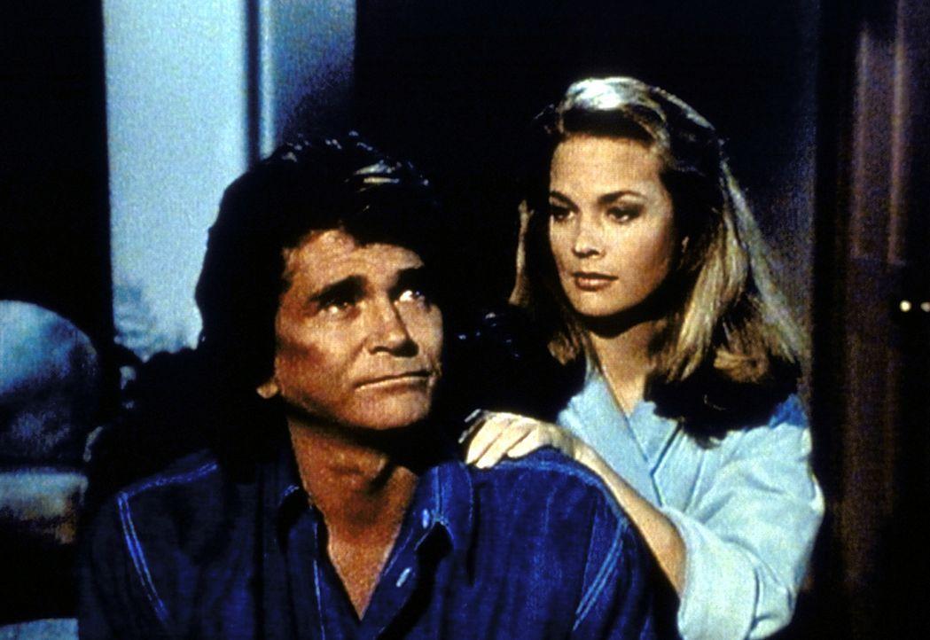 Jennifer (Leann Hunley, r.) hat sich in Jonathan (Michael Landon, l.) verliebt. - Bildquelle: Worldvision Enterprises, Inc.