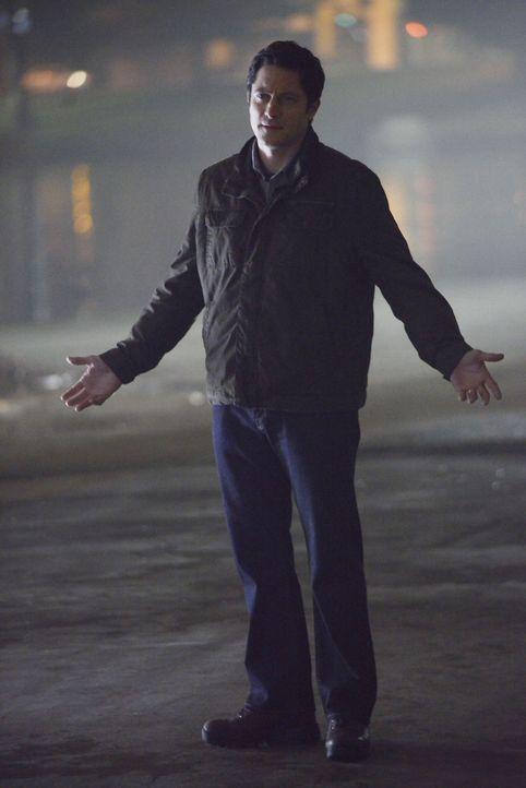 Steckt doch Sicherheitsmann Frank (David Conrad) hinter dem Anschlag? - Bildquelle: David Moir ABC Studios