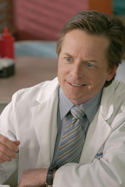 Wie der Rest der Belegschaft auch - interessiert sich Dr. Casey (Michael J. Fox) nur noch für die geheime Dach-Toilette ... - Bildquelle: Touchstone Television