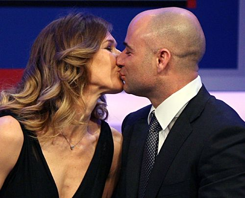 Steffi Graf und Andre Agassi, als sie am 24.02.2008 den Deutschen Medienpreis 2007 erhalten. Der undotierte Medienpreis wird zum bereits 16. Mal ve... - Bildquelle: dpa