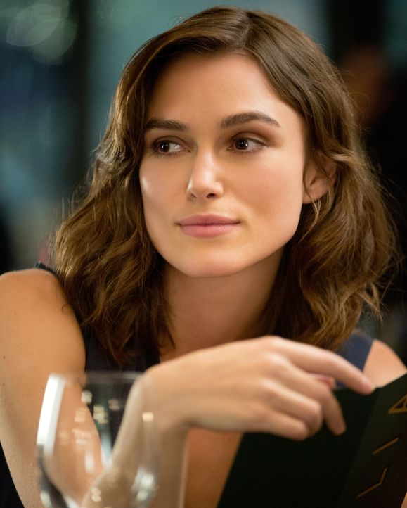 Noch ahnt die junge Ärztin Cathy Muller (Keira Knightley) nicht, dass ihr Freund einen lebensgefährlichen Job ausübt, der auch sie selbst in Lebensg... - Bildquelle: Larry D Horricks MMXIV Paramount Pictures Corporation. All Rights Reserved.