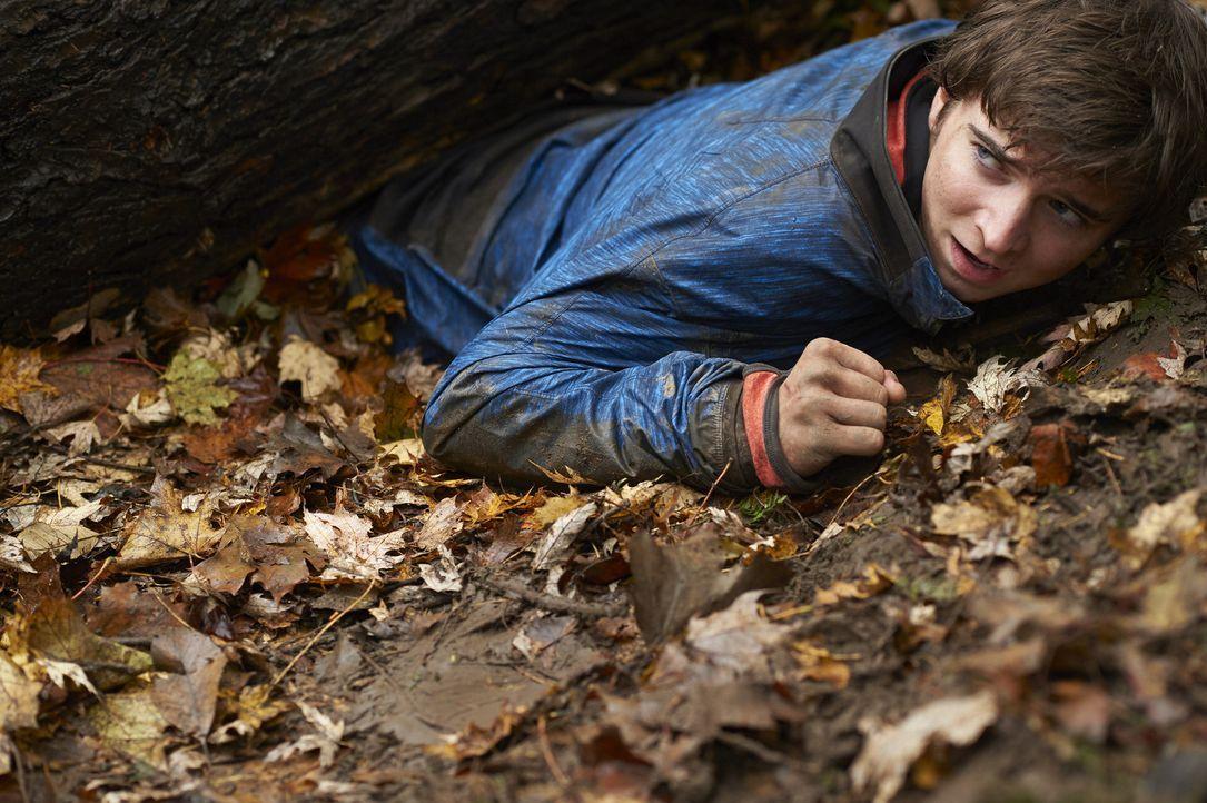 Ein Ausflug in den Wald wird dem jungen Sam (Dylan Authors) zum Verhängnis ... - Bildquelle: Ken Woroner 2014 Hope Zee Three Inc.
