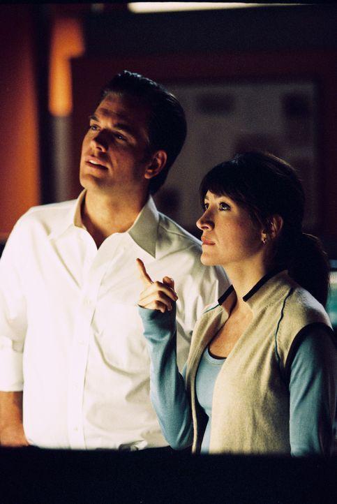 In einer Mülltonne wird das Bein eines Marine gefunden. Gibbs, Kate (Sasha Alexander, r.) und Tony (Michael Weatherly, l.) nehmen die Ermittlungen a... - Bildquelle: CBS Television