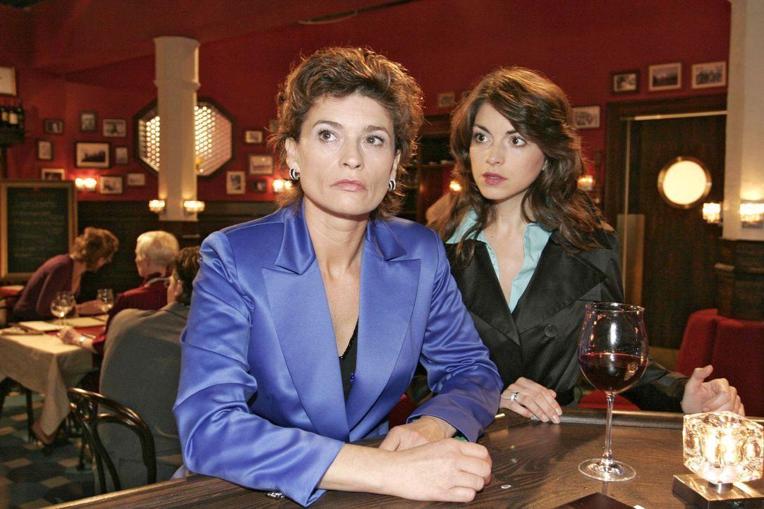 Mariella (Bianca Hein, r.) stellt ihre Mutter (Gabrielle Scharnitzky, l.), die wieder getrunken hat, zur Rede - sie weiß, dass diese dringend profe... - Bildquelle: Noreen Flynn Sat.1