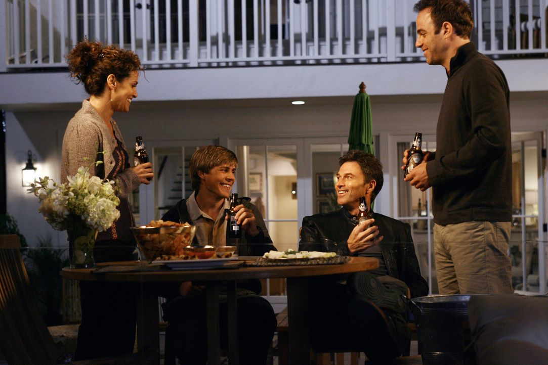 Findet die Einweihungsparty bei Addison doch statt?: (v.l.n.r.) Violet (Amy Brenneman), William (Chris Lowell), Pete (Tim Daly) und Cooper (Paul Ade... - Bildquelle: 2007 American Broadcasting Companies, Inc. All rights reserved.