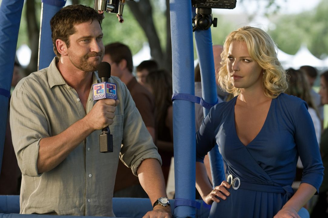 Bei einer Meinungsverschiedenheit über Beziehungsfragen schließen Abby (Katherine Heigl, r.) und Mike (Gerard Butler, l.) eine Wette ab, dass Abby... - Bildquelle: 2009 Columbia Pictures Industries, Inc. and Beverly Blvd LLC. All Rights Reserved.