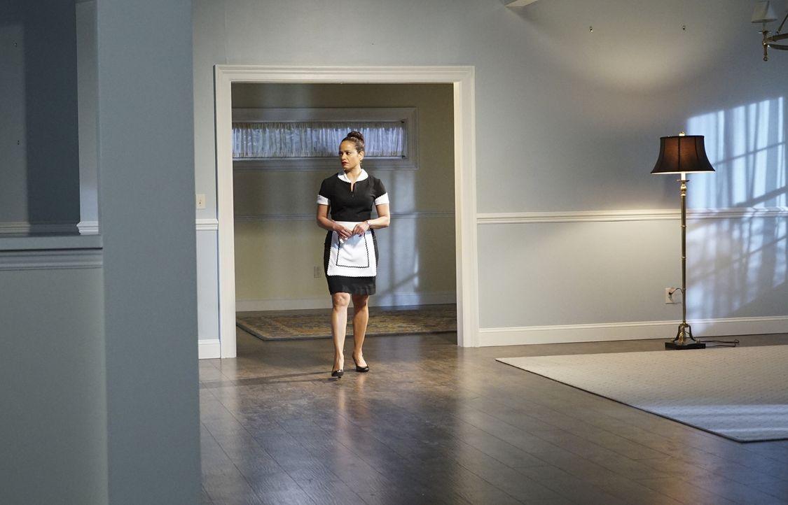 Als Zoila (Judy Reyes) bemerkt, dass in Kyles leerem Haus Licht brennt, stiehlt sie sich von ihrem Arbeitsplatz weg. Doch im leeren Haus ist sie nic... - Bildquelle: Annette Brown 2016 American Broadcasting Companies, Inc. All rights reserved.