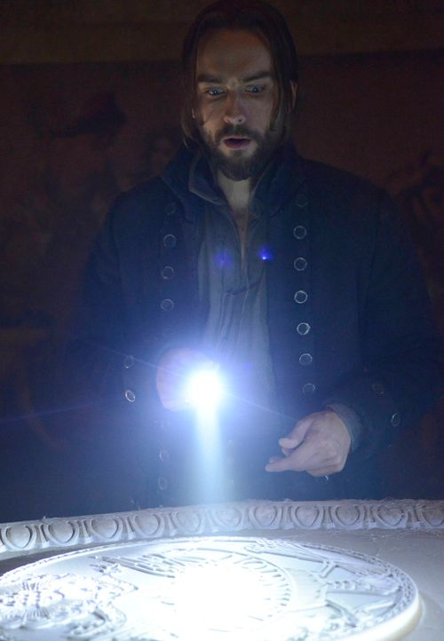 Versucht alles, um seine Frau Katrina zu befreien: Ichabod Crane (Tom Mison) ... - Bildquelle: 2014 Twentieth Century Fox Film Corporation. All rights reserved.