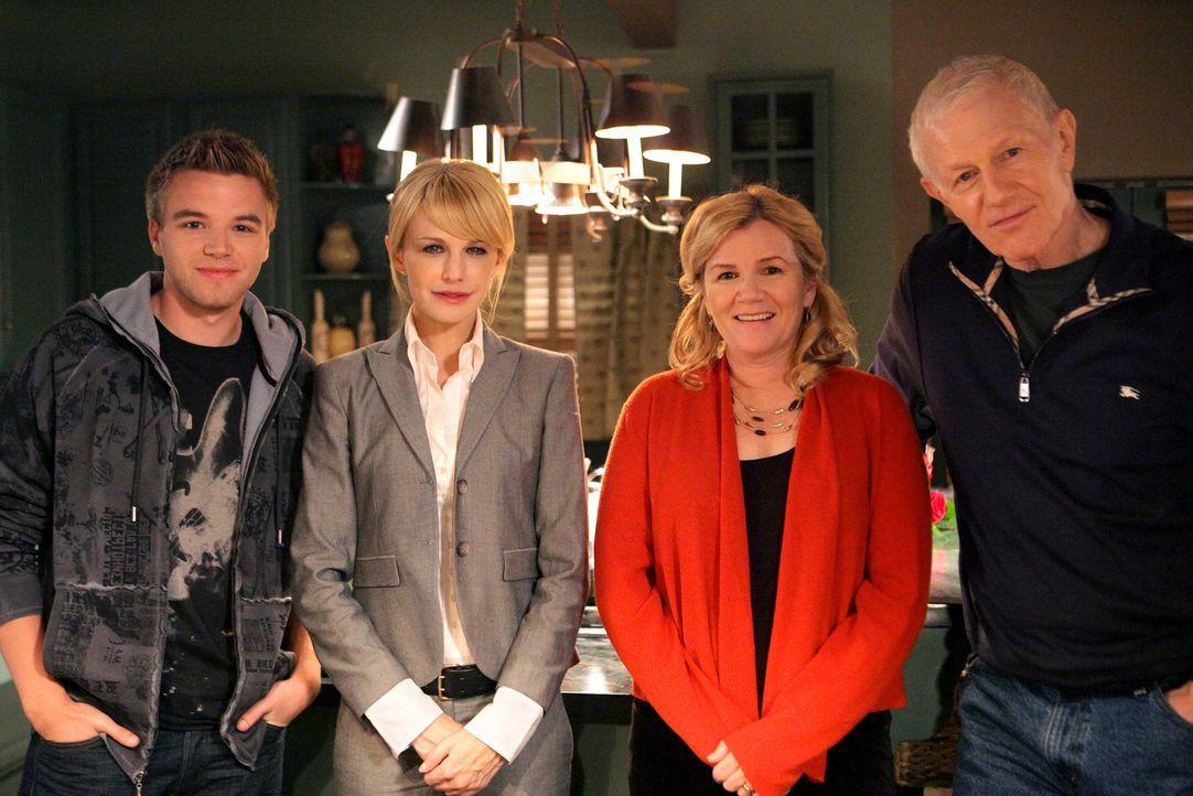 Bei den Dreharbeiten (v.l.n.r.): Brett Davern, Kathryn Morris, Mare Winningham und Raymond J. Barry