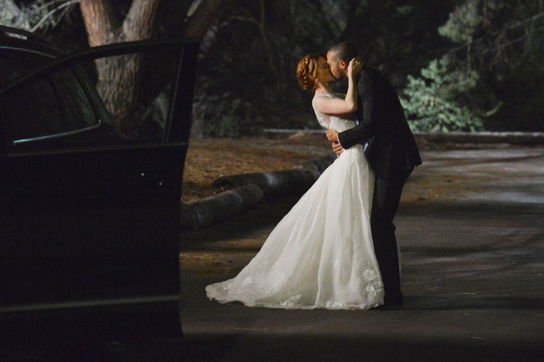 Sind glücklich miteinander: April (Sarah Drew, l.) und Jackson (Jesse Williams, r.) ... - Bildquelle: ABC Studios