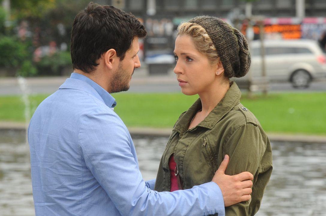Im Angesicht des Abschieds kommen sich Luca (Manuel Cortez, l.) und Nina (Maria Wedig, r.) noch einmal sehr nah ... - Bildquelle: SAT.1