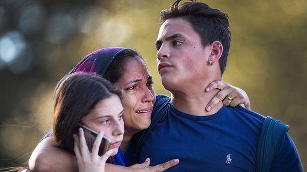 Ein 19-Jähriger schießt an einer High School in Florida um sich. 17 Menschen...