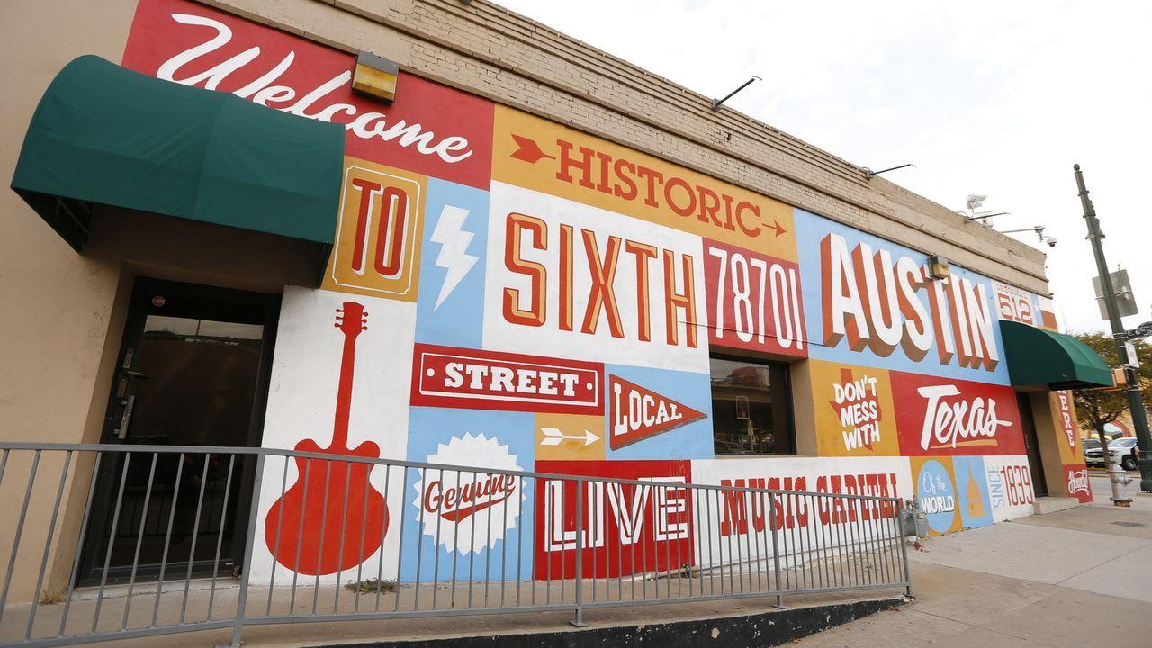 Austins Bewohner lieben es fleischig. Hier geht nichts über ein deftiges Barbecue, texanisches Chili und frittiertes Hühnchen. - Bildquelle: 2016,The Travel Channel, L.L.C. All Rights Reserved