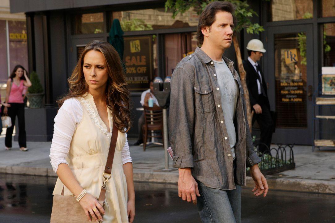 Nachdem Eli (Jamie Kennedy, r.) einen Brand in seinem Büro gerade noch überlebt hat, besitzt er die Fähigkeit, Stimmen von Toten zu hören. Gemeinsam... - Bildquelle: ABC Studios