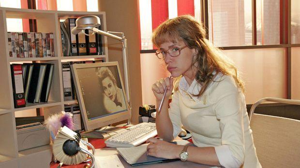 Worüber die schon wieder reden? Skeptisch beobachtet Lisa (Alexandra Neldel)...