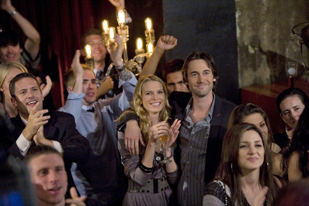 Jen (Sara Foster, l.) und Ryan (Ryan Eggold, r.) haben beschlossen monogam zu werden - werden sie es auch durchhalten? - Bildquelle: TM &   CBS Studios Inc. All Rights Reserved