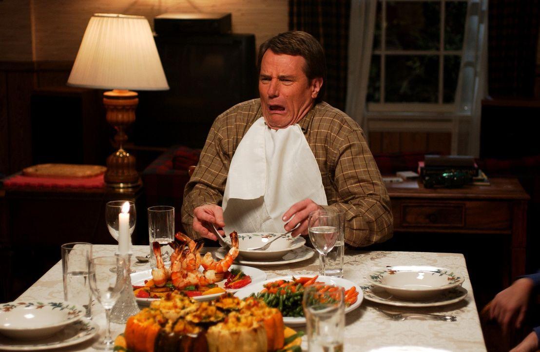 Eigentlich sollte es ein harmonisches Fest werden, doch als Hal (Bryan Cranston) Malcolm sieht, rastet er aus ... - Bildquelle: TM +   2000 Twentieth Century Fox Film Corporation. All Rights Reserved.