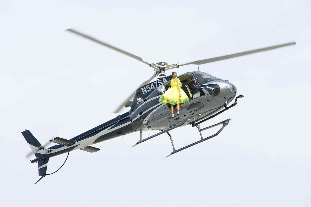 GNTM-Stf10-Epi06-Helikopter-Shooting-83-Erica-ProSieben-Richard-Huebner - Bildquelle: ProSieben/Richard Huebner