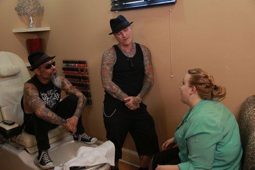 Tattoo Shockers - Las Vegas - Kristins (r.) Mann schickt Dirk (M.) und Ruckus...