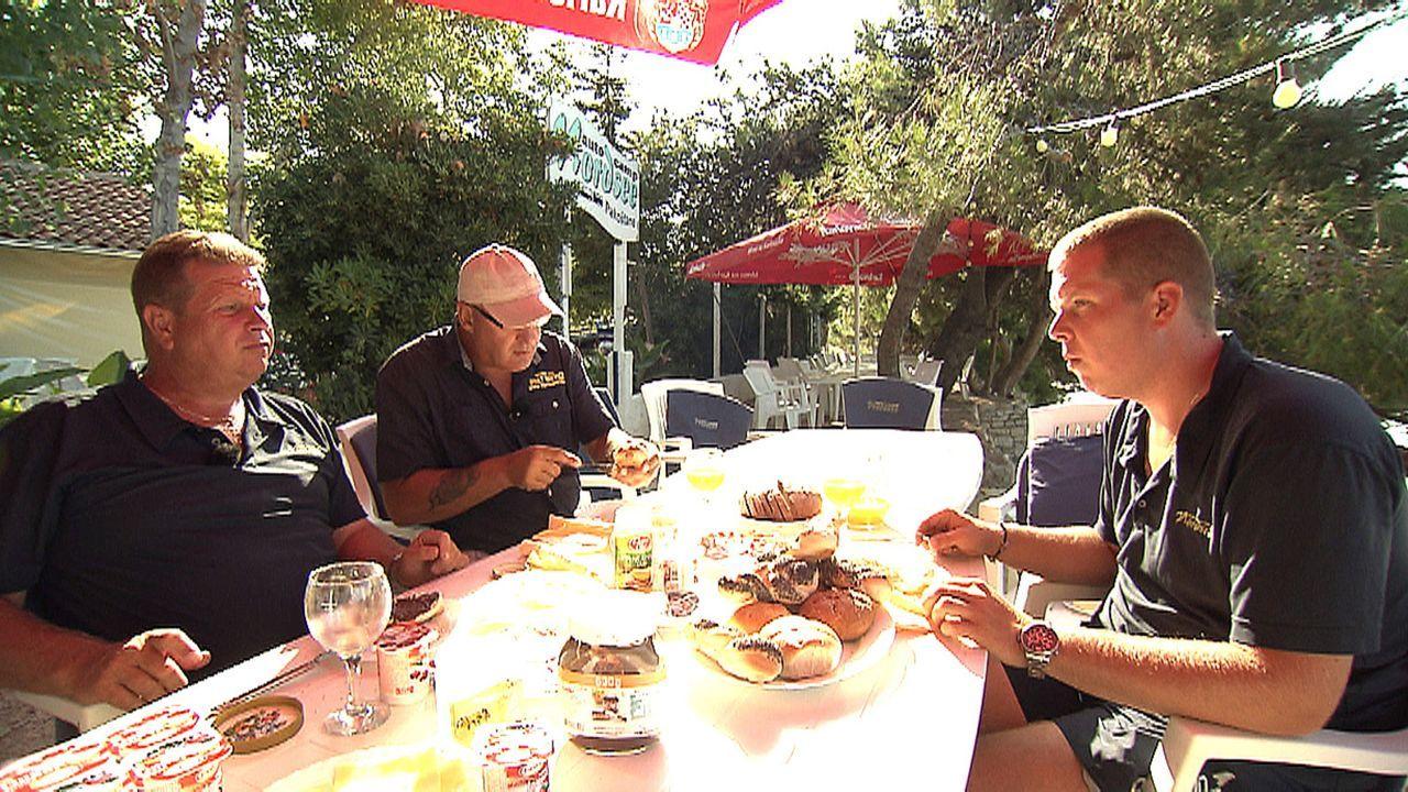 Arbeiten, wo andere Urlaub machen: (v.l.n.r.) Holger, Horst und Kai führen einen Campingplatz und vermieten Boote und Mobilheime direkt an der kroat... - Bildquelle: kabel eins
