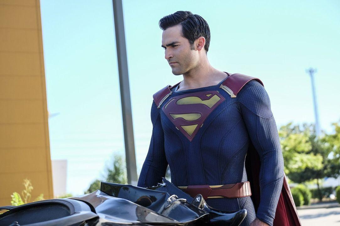 Muss Kara alias Supergirl retten: Clark alias Superman (Tyler Hoechlin) ... - Bildquelle: 2016 Warner Bros. Entertainment, Inc.
