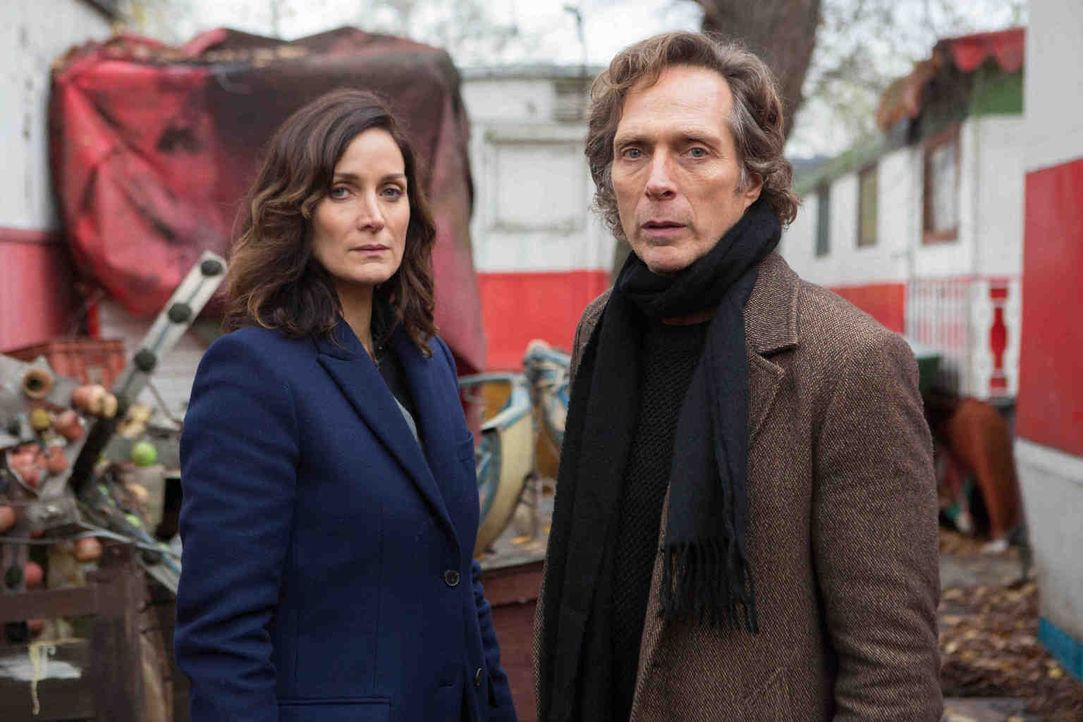 Hickman (William Fichtner, r.) und seine Ex-Partnerin Amanda Andrews (Carrie-Ann Moss, l.) würden von Genovese wichtige Informationen erhalten - wen... - Bildquelle: Larry D Horricks 2013 Tandem Productions GmbH, TF1 Production SAS. All rights reserved.