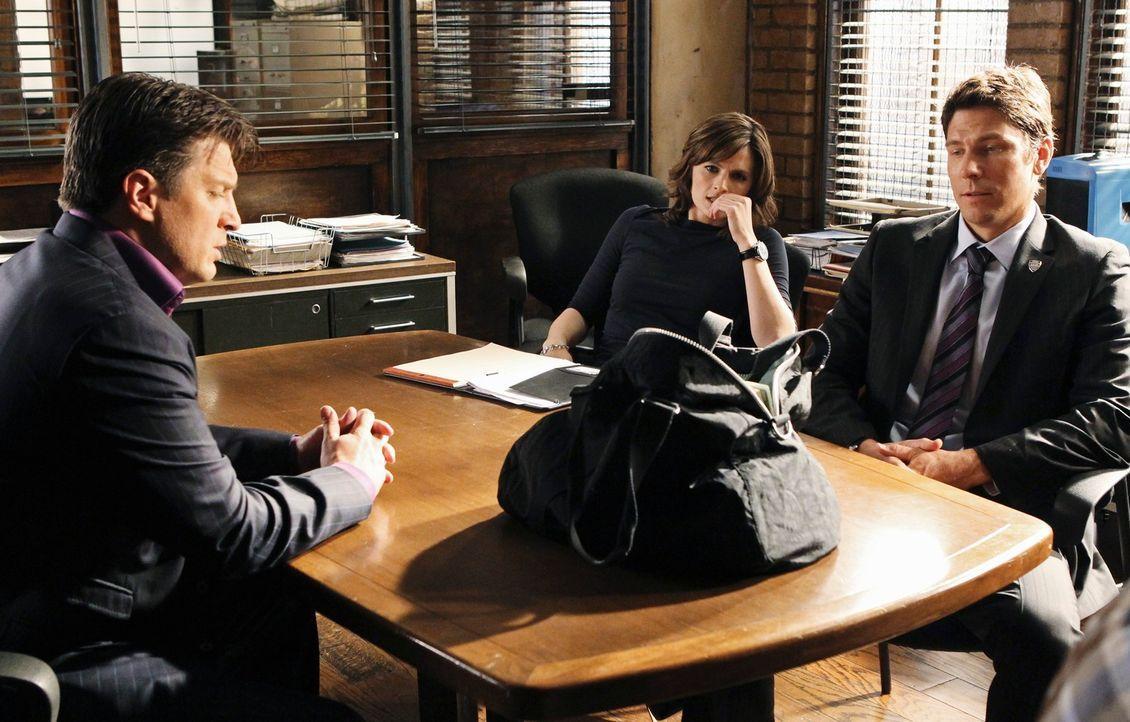 Ein Raubmord veranlasst Beckett (Stana Katic, M.) dazu, Raubspezialist Demming (Michael Trucco, r.) in die Ermittlungen einzubeziehen. Sehr zum Ärge... - Bildquelle: ABC Studios