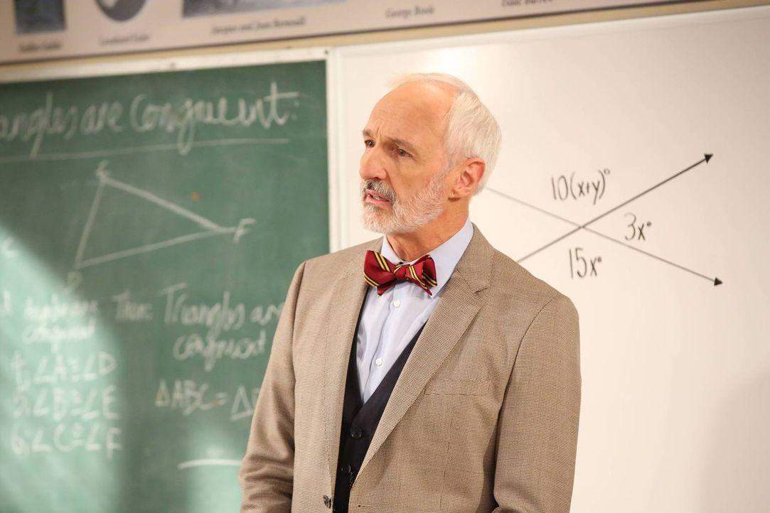 Mr. Hardin (Michael Gross) macht den Schülern das Leben zur Hölle, was Eve auf schlechte Ideen bringt ... - Bildquelle: 2014 Twentieth Century Fox Film Corporation. All rights reserved.