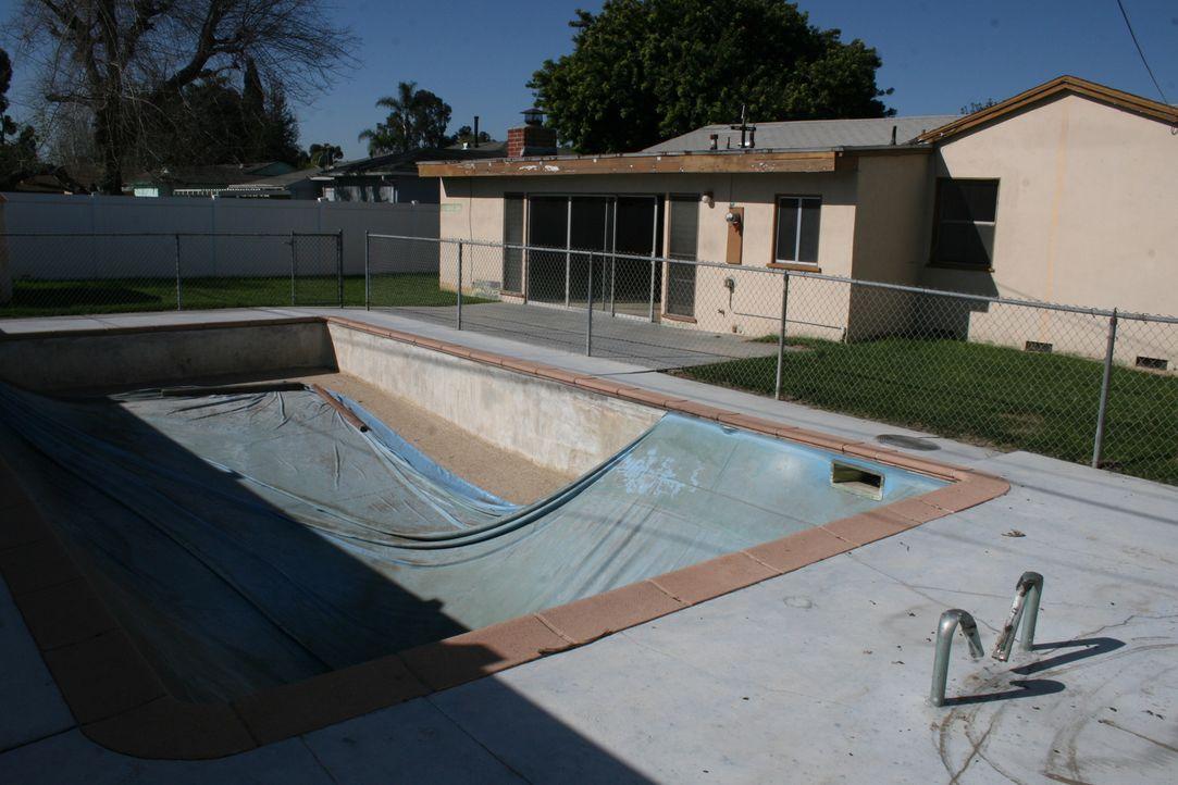 Je mehr sie sich umsehen, umso mehr bezweifeln Tarek und Christina, das Budget für die Renovierung einhalten zu können. Allerdings ist der Pool der... - Bildquelle: 2015,HGTV/Scripps Networks, LLC. All Rights Reserved
