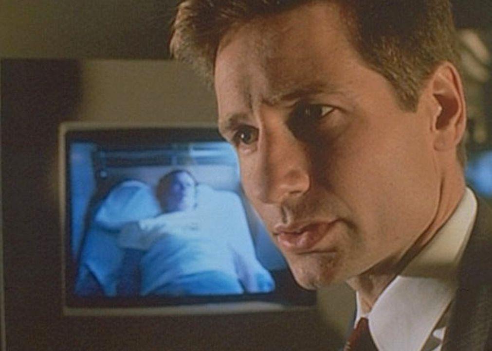 Mulder (David Duchovny) lernt in der Klinik von Dr. Grissom, daß der Schlaf eines Menschen künstlich manipuliert werden kann. - Bildquelle: TM +   Twentieth Century Fox Film Corporation. All Rights Reserved.