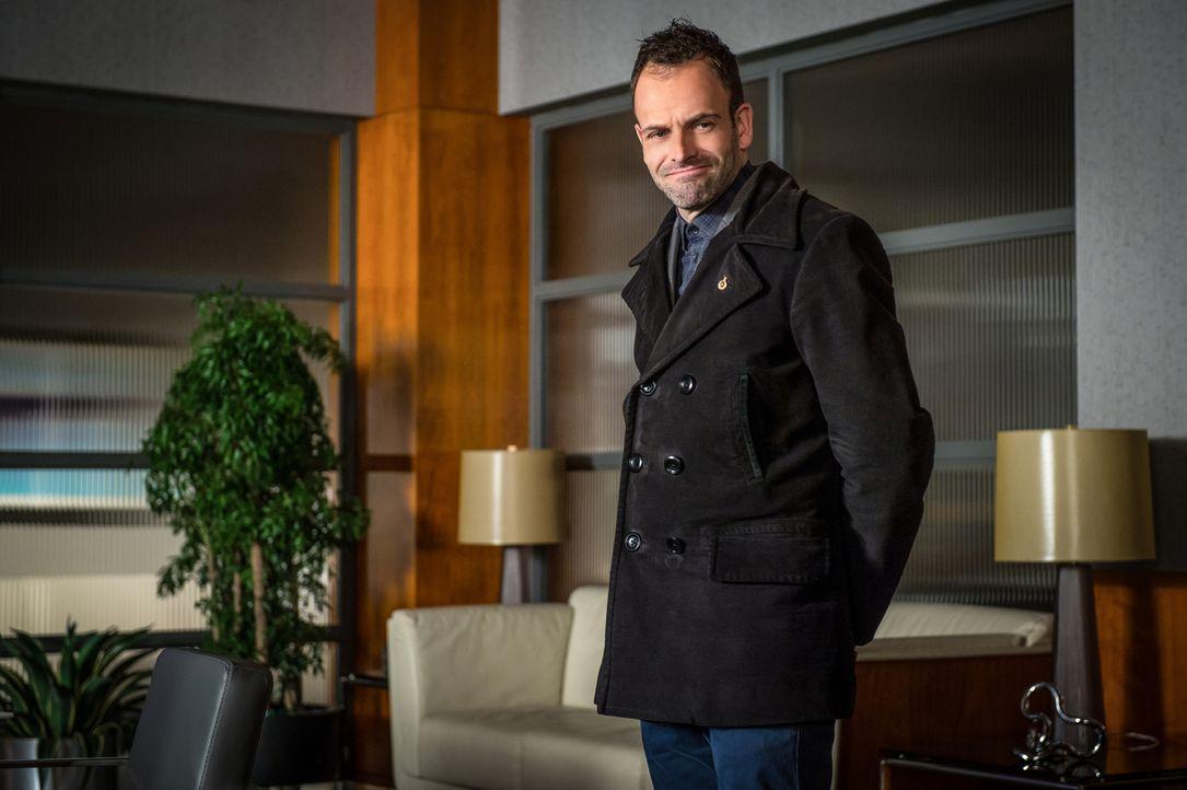Unkonventioneller Ermittler: Der Ex-Junkie Sherlock Holmes (Jonny Lee Miller) ist für das NYPD unverzichtbar, auch wenn seine Vorgesetzten immer wie... - Bildquelle: CBS Television