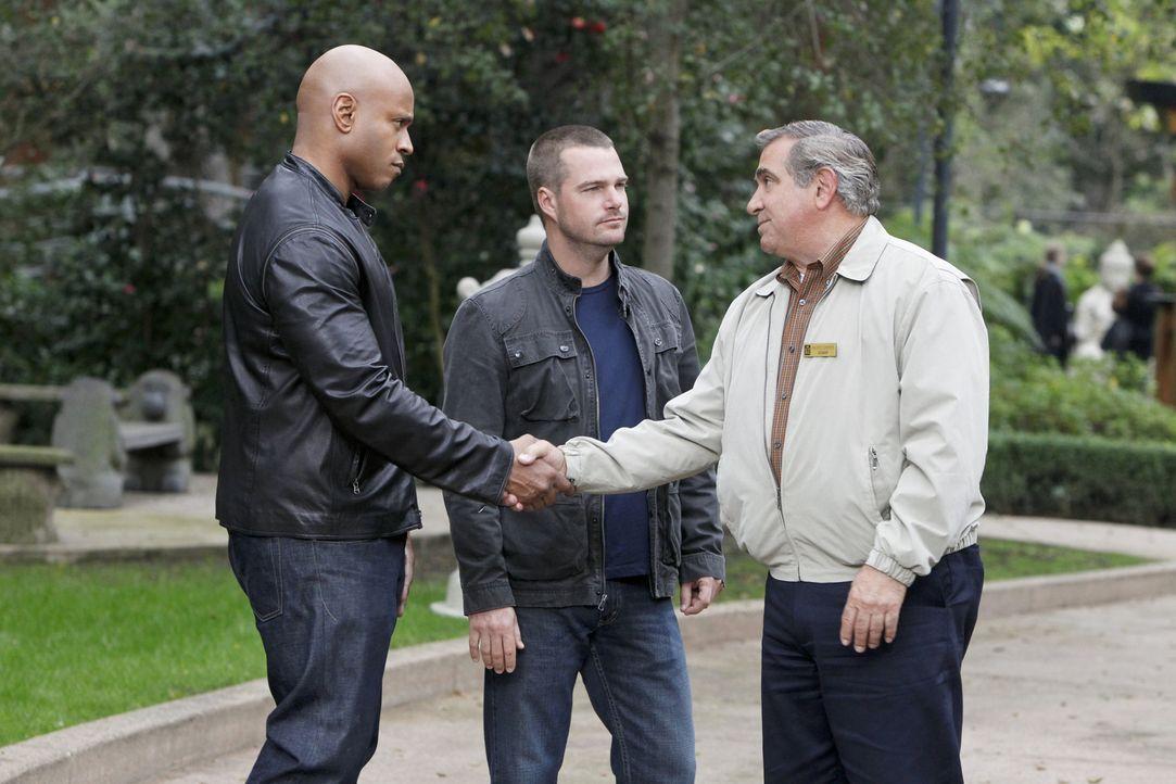 Versuchen gemeinsam, einen Fall zu lösen: Callen (Chris O'Donnell, M.), Sam (LL Cool J, l.) und James Cleary (Dan Lauria, r.) ... - Bildquelle: CBS Studios Inc. All Rights Reserved.