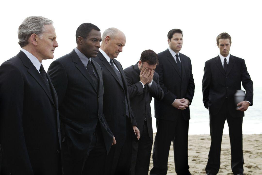 Rückblick: Jack (Victor Garber, l.), Marcus (Carl Lumbly, 2.v.l.), Kendall (Terry O'Quinn, 3.v.l.), Marshall (Kevin Weisman, 3.v.r.), Eric (G... - Bildquelle: Touchstone Television