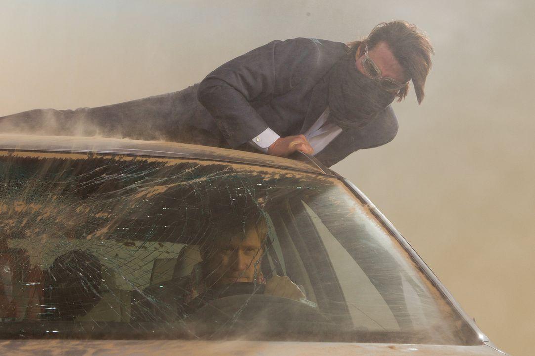 In einem heftigen Sandsturm mitten in Dubai kämpft Ethan (Tom Cruise, oben) um Leben und Tod. Sein Feind Wistrom (Samuli Edelmann, unten) darf auf... - Bildquelle: 2011 Paramount Pictures.  All Rights Reserved.