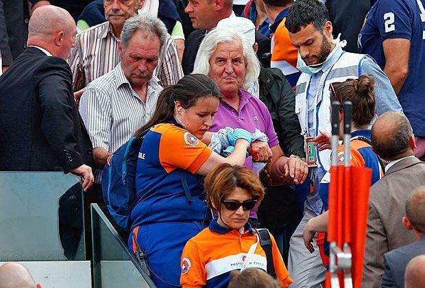 French Open: Videowand-Verkleidung stürzt in die Zuschauer - Bildquelle: 2015 Getty Images