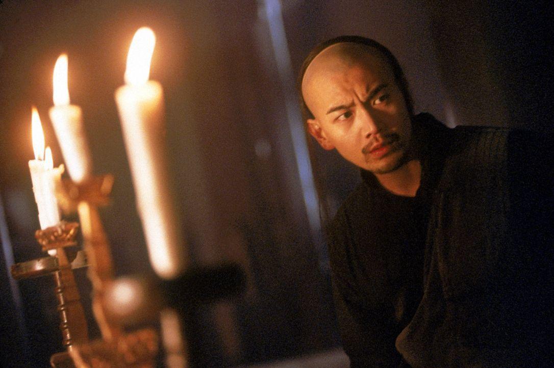 Fat (Michael Chow Man-Kin) riskiert alles, um den Vampir-König und seine mörderischen Blutsauger zu vernichten ... - Bildquelle: Columbia TriStar