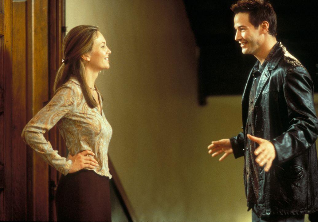 Zum ersten Mal in seinem Leben beginnt Conor (Keanu Reeves, r.) Verantwortung zu übernehmen, und sogar die Lehrerin der Kinder, Ms. Wilkes (Diane La... - Bildquelle: Paramount Pictures