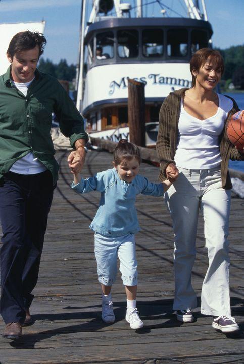 Durch Joe (Dan Futterman, l.) können Slim (Jennifer Lopez, r.) und Gracie (Tessa Allen, M.) ein neues Leben beginnen ... - Bildquelle: 2003 Sony Pictures Television International