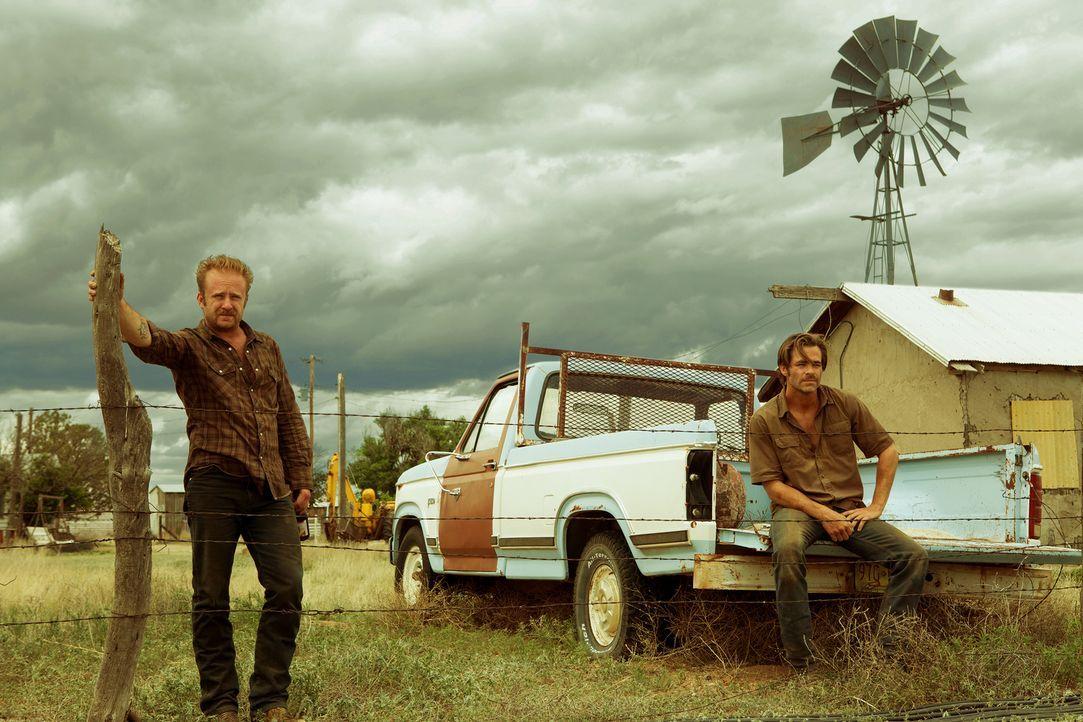 Tanner Howard (Ben Foster, l.); Toby Howard (Chris Pine, r.) - Bildquelle: 2016 CBS Films. All Rights Reserved.