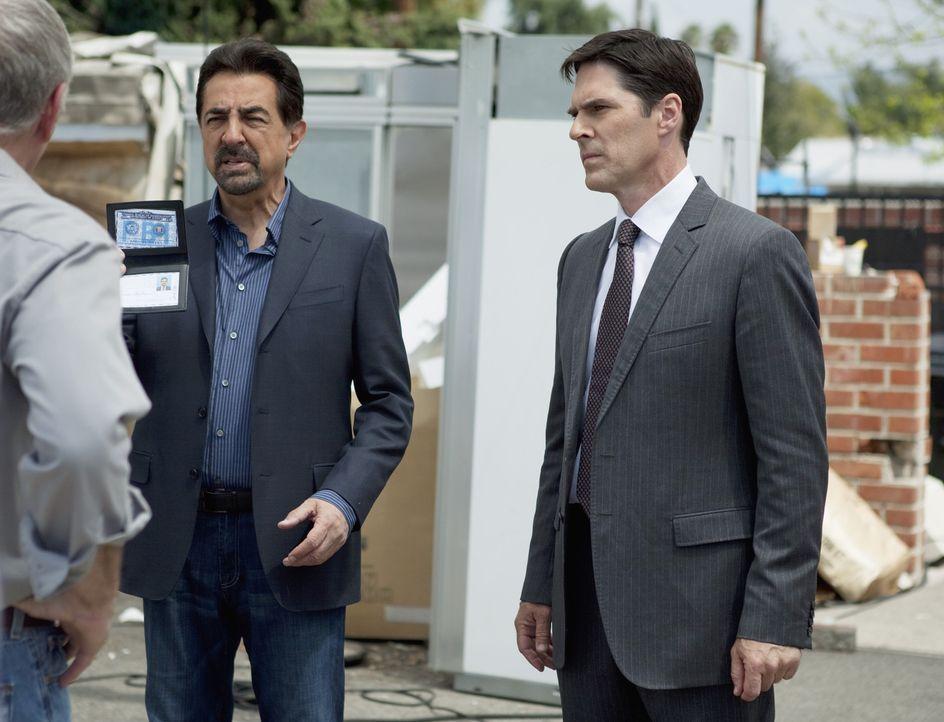 Versuchen einen neuen Fall aufzudecken: Gibbs (Thomas Gibson, r.) und Rossi (Joe Mantegna, l.) ... - Bildquelle: Touchstone Television