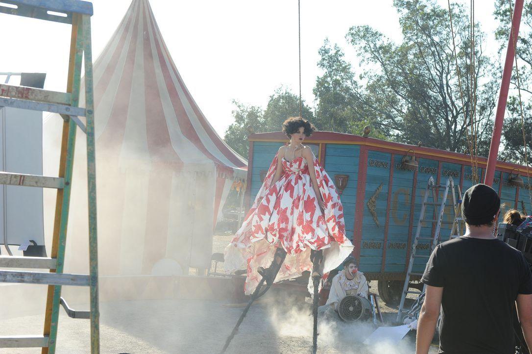 GNTM-Stf10-Epi13-Circus-Shooting-49-Katharina-ProSieben-Micah-Smith - Bildquelle: ProSieben/ Micah Smith