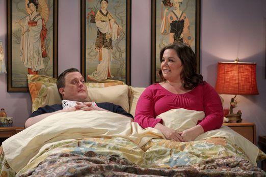 Mike & Molly - Sind glücklich miteinander: Mike (Billy Gardell, l.) und M...