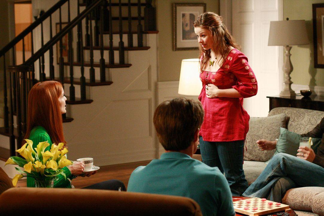 Zwischen Bree (Marcia Cross, l.) und Danielle (Joy Lauren, r.) kommt es zu Streit. Orson (Kyle MacLachlan, M.), der sich sehr auf das Wochenende mit... - Bildquelle: ABC Studios