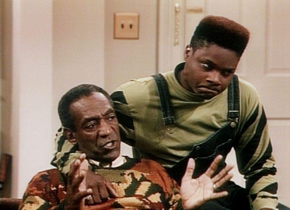Cliff (Bill Cosby, l.) muss seinem Sohn Theo (Malcolm-Jamal Warner, r.) die Leviten lesen. - Bildquelle: Viacom