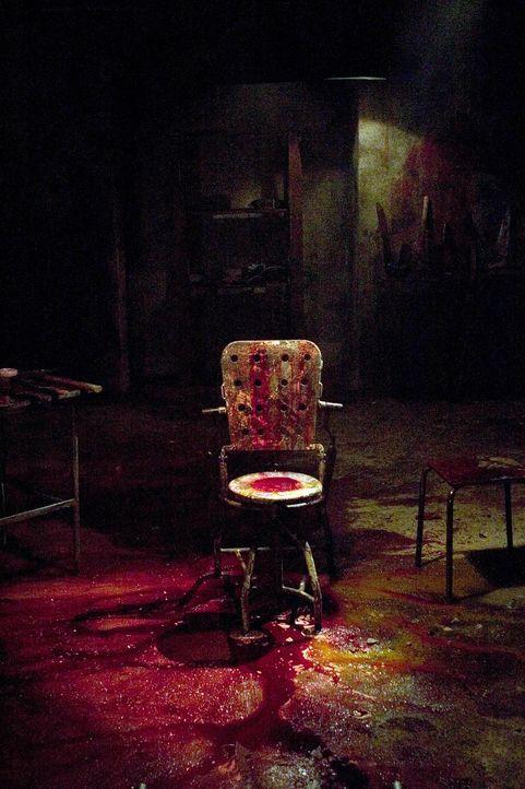 Das Hostel erweist sich schon bald als die Hölle auf Erden ... - Bildquelle: Sony Pictures Television International. All Rights Reserved.